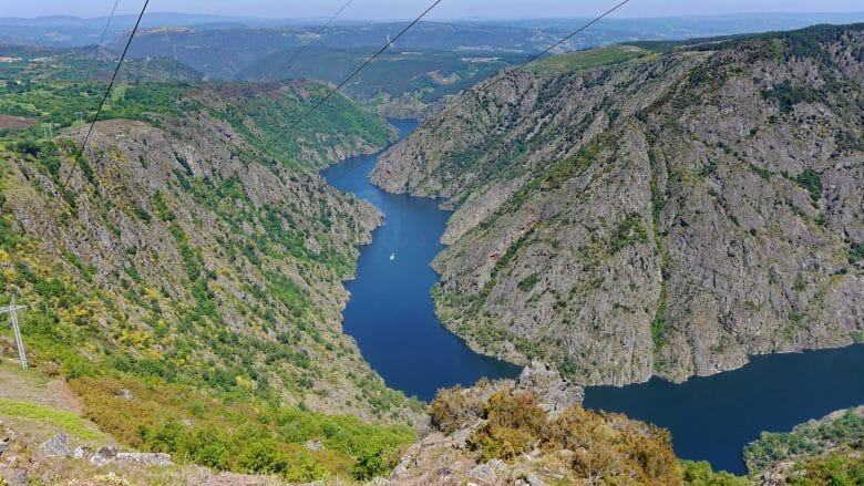 Blick vom Mirador de la Columna auf die Schlucht des Flusses Sil