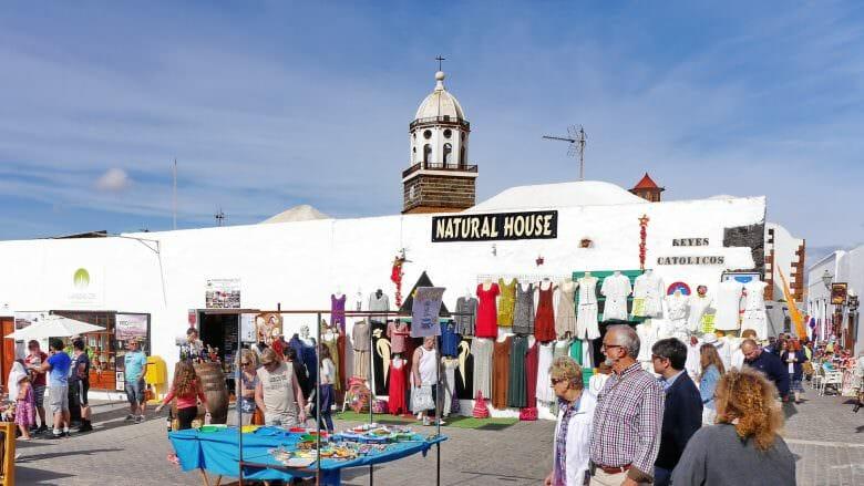 Wochenmarkt am Sonntagvormittag in Teguise auf Lanzarote