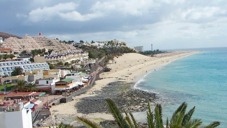 Hotels und Clubanlagen über dem Strand von Morro Jable