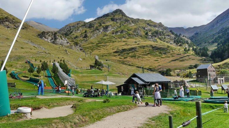 Núria: Kinderspielplatz auf 2.000 m Höhe in den Pyrenäen