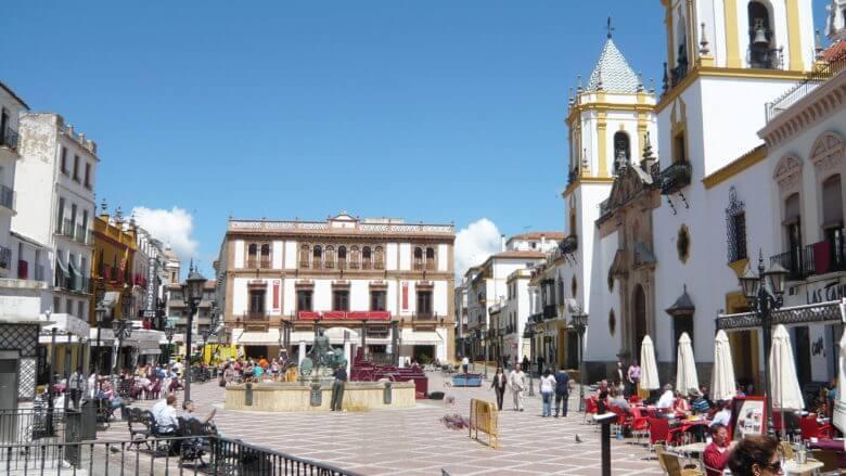 Plaza del Socorro mit dem Edifico del Círculo de Artistas de Ronda