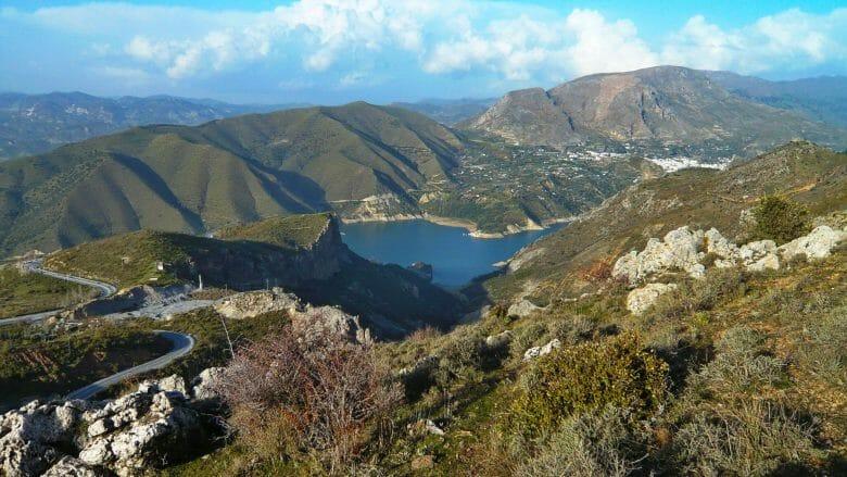 Stausee Embalse de Canales (Río Genil) in der Provinz Granada