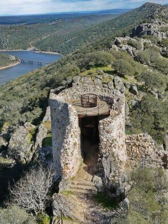 Turm der Burg von Monfragüe