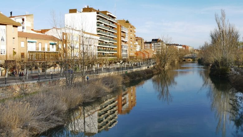 Ufer des Flusses Carrión