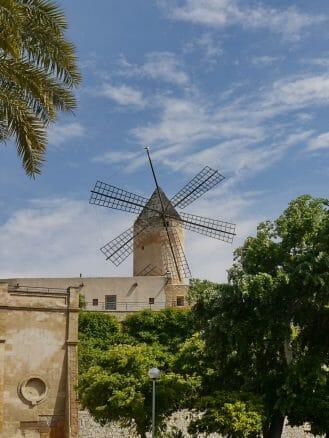 Windmühlen in der Stadt
