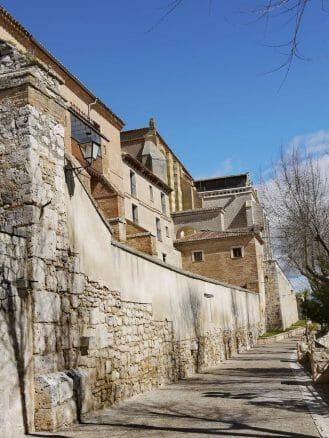 Auf dem Paseo de Juana I de Castilla
