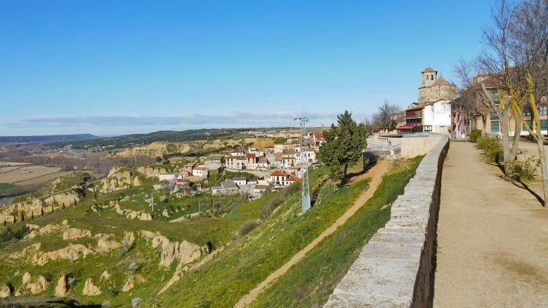 Fußweg entlang der Stadtmauer von Toro
