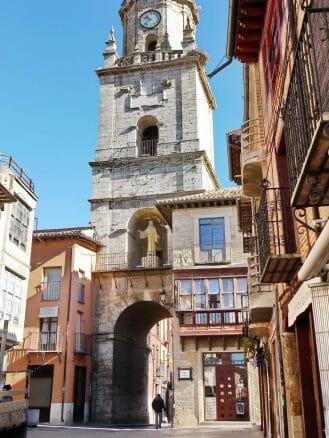 Puerta del Mercado und Torre del Reloj in Toro