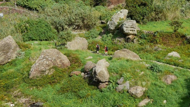 Wanderer im Anaga-Gebirge auf Teneriffa