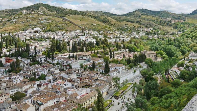 Blick auf das Albaicin Viertel und das Tal des Darro
