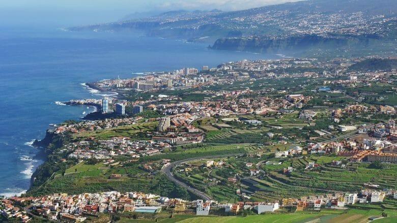 Blick auf der Urlaubszentrum Puerto de la Cruz im Norden von Teneriffa