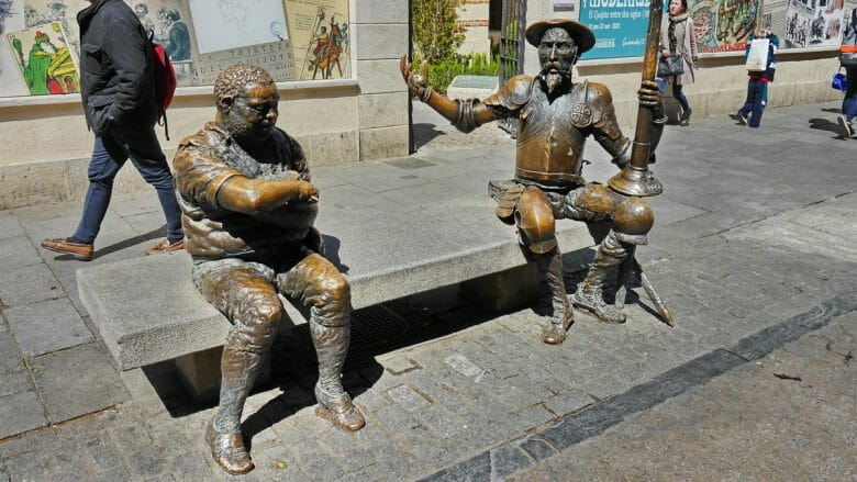 Don Quijote und Sancho Panza vor dem Geburtshaus
