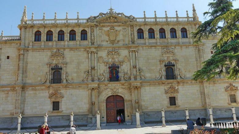 Das historische Hauptgebäude der Universität von Alcalá