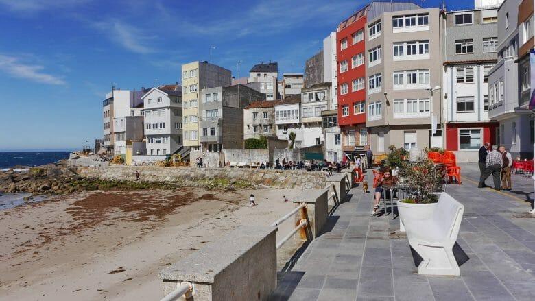 Strandpromenade von Malpica de Bergantiños