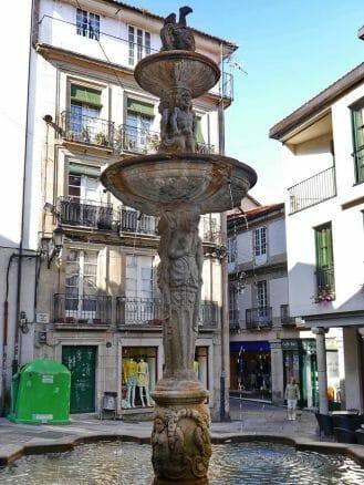 Alter Brunnen in der Altstadt von Ourense