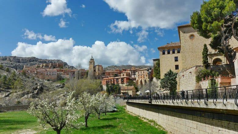 Blick auf Albarracín mit der Kathedrale und dem Castillo