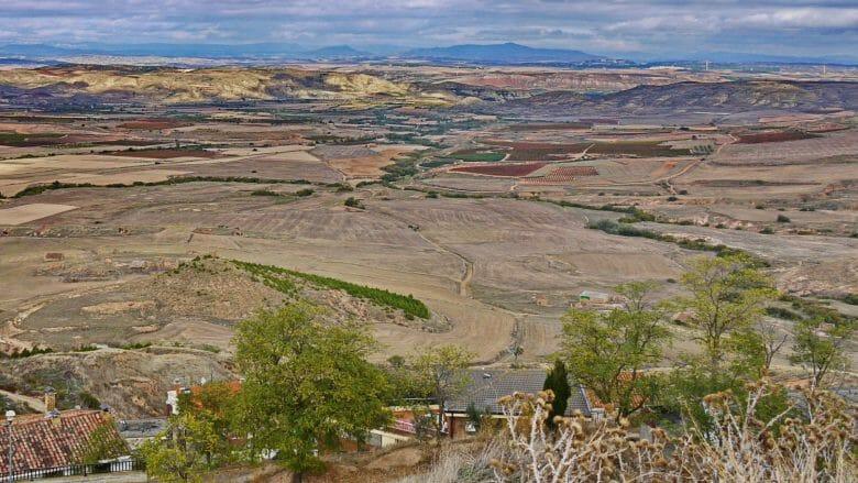 Blick von dem Burgberg von Ausejo auf die Landschaften der Rioja Baja