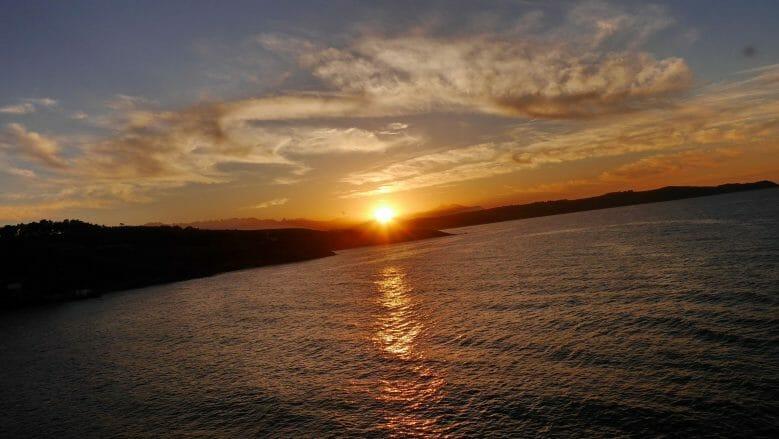Sonnenuntergang an der Küste von Kantabrien an der Punta de la Moira