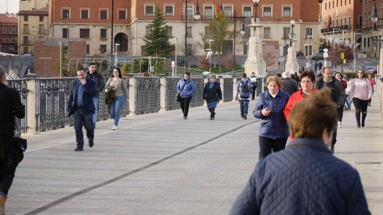 Fußgänger auf dem Viaducto Viejo