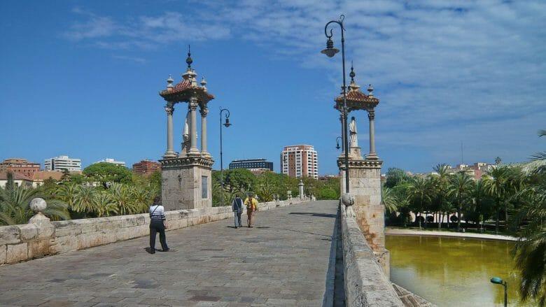 Pont de la Mar (16. Jahrhundert), eine der fünf historischen Brücken über den Riu Túria