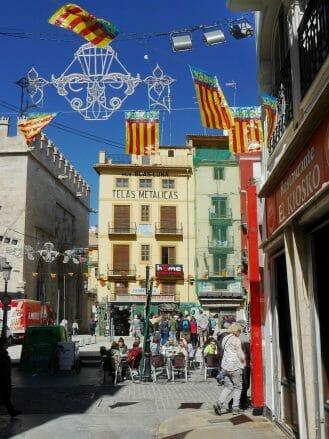 Farbenfreude in der Altstadt von Valencia