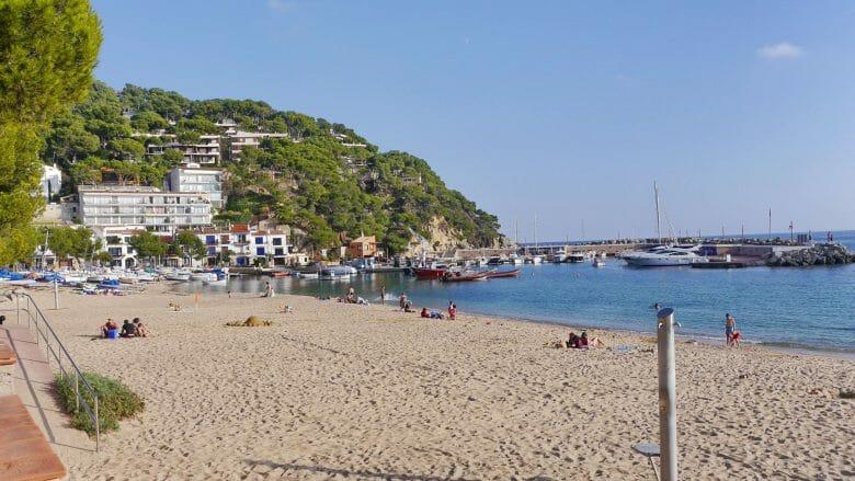 Strand Platja de Llafranc an der Costa Brava (Palafrugell)