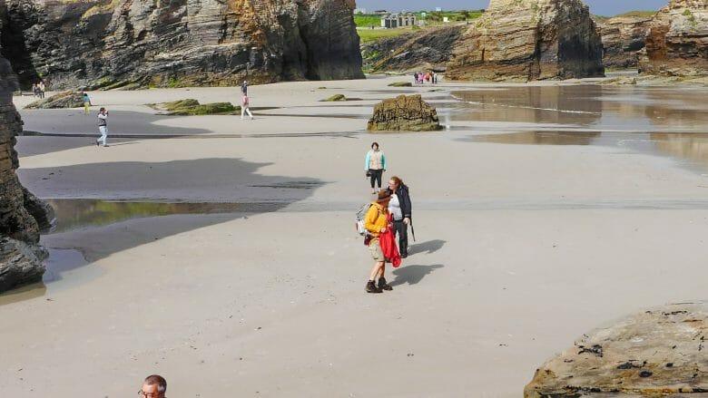 Rías Altas: Praia das Catedrais (Kathedralenstrand) an der nordspanischen Atlantikküste