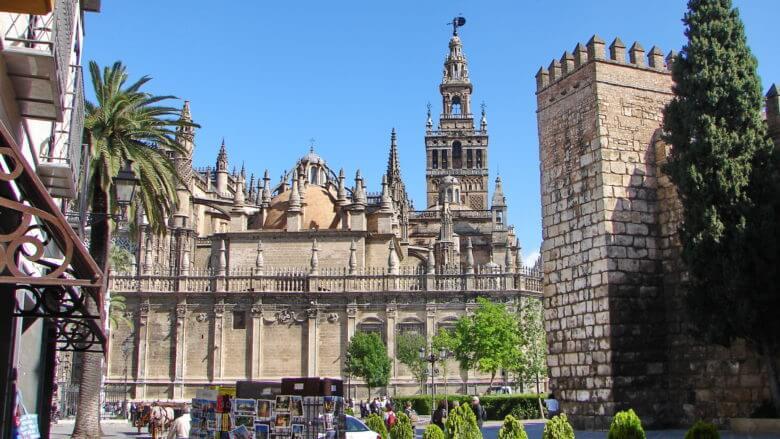 Blick auf die Giralda im Zentrum von Sevilla