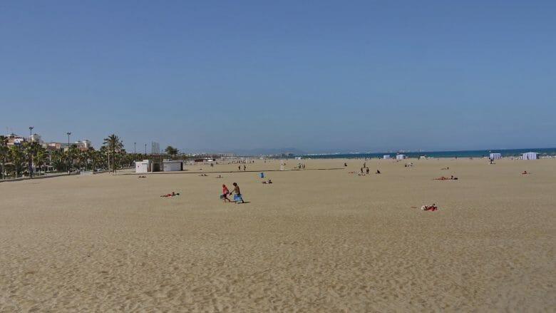 Platja de El Cabanyal, der große Stadtstrand von Valencia