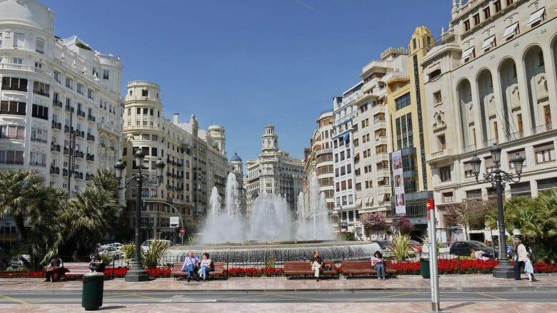 Plaça de l'Ajuntament (Rathausplatz) in Valencia