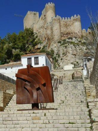 Aufstieg zur Burg von Almansa (Albacete)