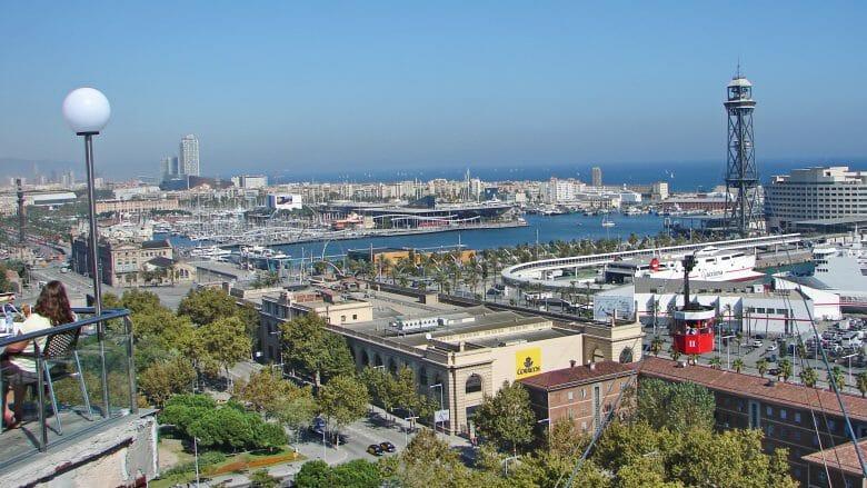 Hafen von Barcelona mit dem Einkaufszentrum Maremagnum