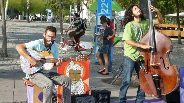 Straßenmusiker im Barceloneta Viertel von Barcelona