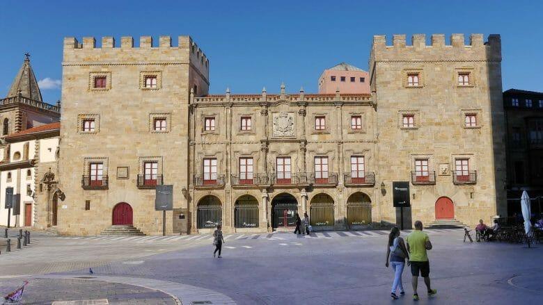 Palacio de Revillagigedo in der Altstadt Cimavilla
