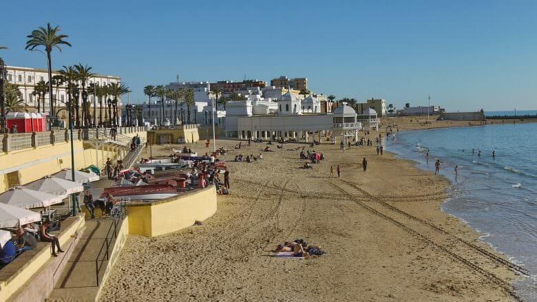 Playa la Caleta, der beliebte Stadtstrand von Cádiz Anfang März