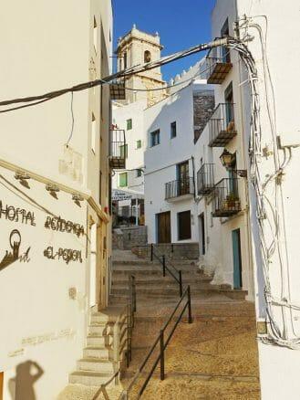 Altstadtgasse in Peñíscola an der Costa del Azahar