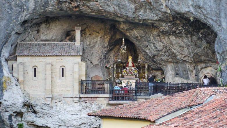 Die Grotte mit der Jungfrau von Covadonga