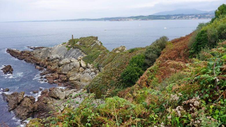 Auf dem Wanderweg GR-121 zwischen Hondarribia und Pasaia entlang der Küste