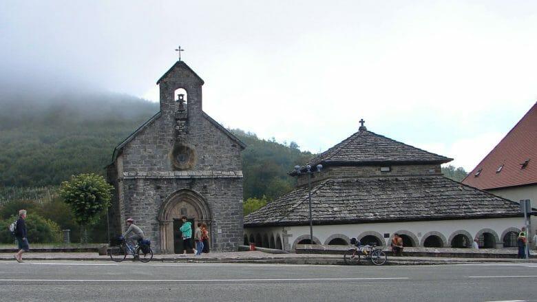 Iglesia de Santiago und Silo de Carlomagno