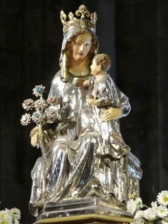 Marienstatue in der Stiftskirche Santa María von Roncesvalles (by Cherubino)