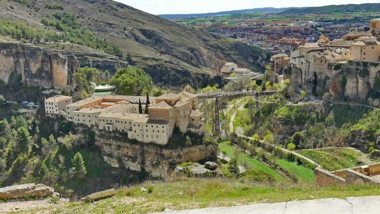 Parador von Cuenca über der Schlucht des Flusses Huécar