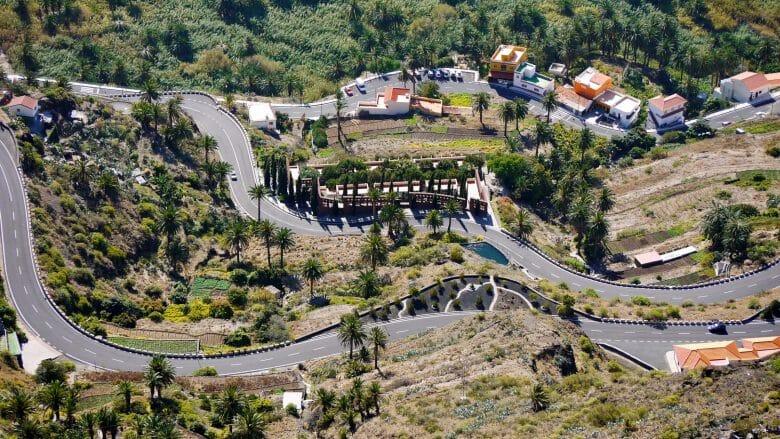Mit vielen Serpentinen schlängelt sich die GM-1 durch das Tal von Valle Gran Rey