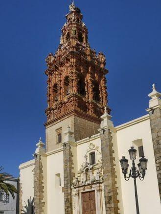 Turm der Kirche San Miguel Arcangel