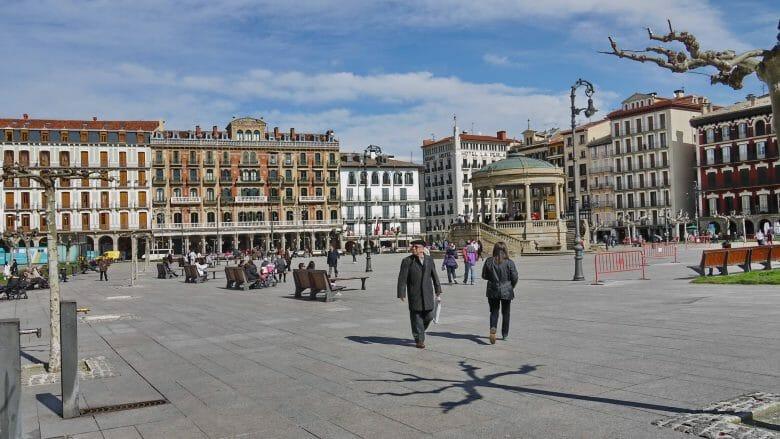 Die Plaza del Castillo mit dem Café Iruña
