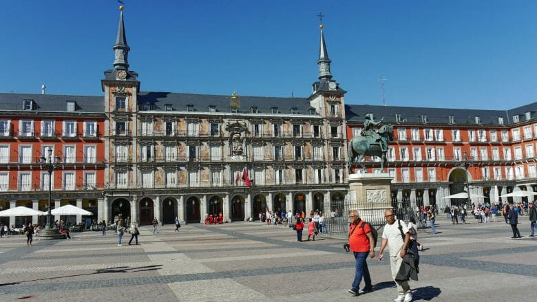 Plaza Mayor mit dem Reiterstandbild von König Philipp III. in Madrid