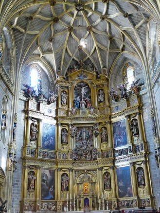 Hochaltar von Gregorio Fernández in der Neuen Kathedrale