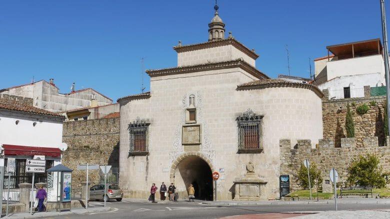 Das Stadttor Puerta de Trujillo in Plasencia
