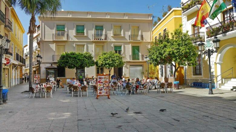 Auf der Plaza de la Constitución in Almuñécar