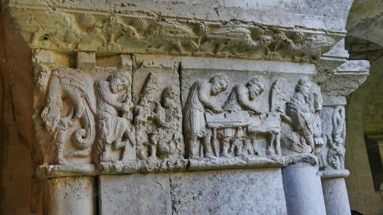 Kapitelle im Kreuzgang der Kathedrale