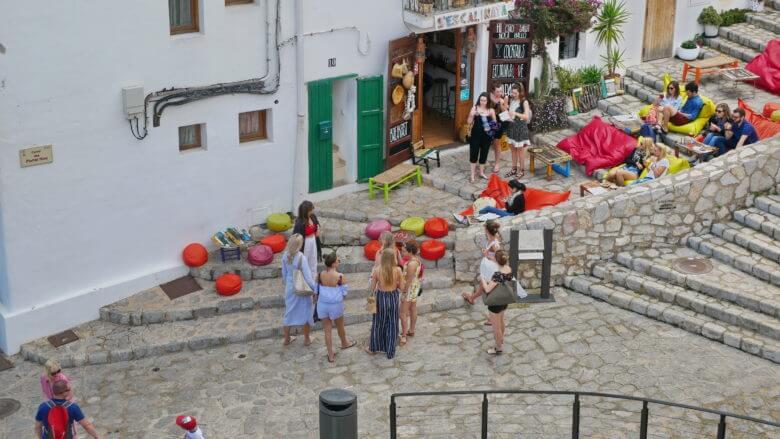 Bar auf der Plaça del Sol in der Altstadt von Eivissa